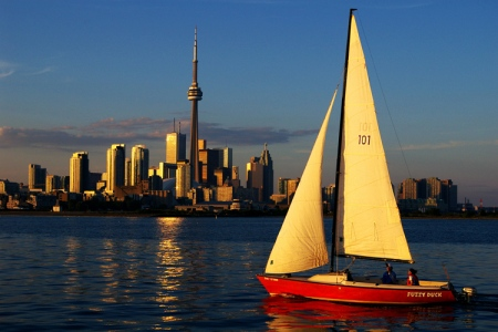 Toronto_skyline_sailboat-modified-2
